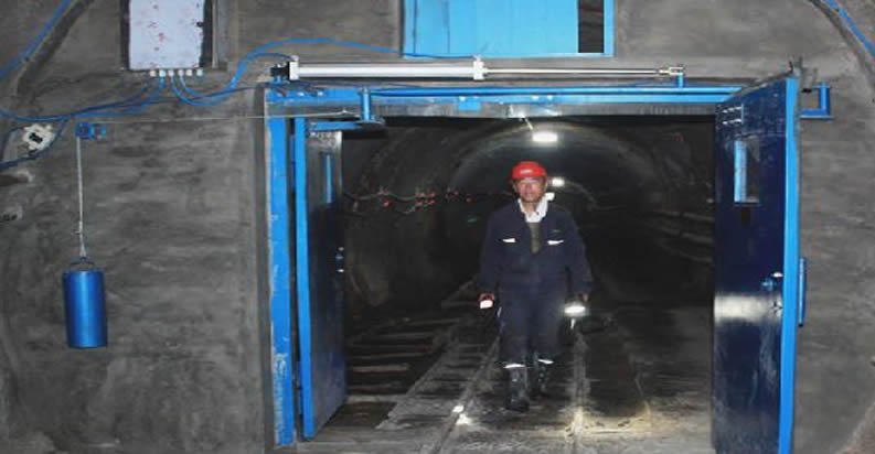 矿用风门安装现场