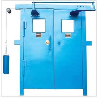 关于矿用设备其中一项的矿用风门是如何工作的?